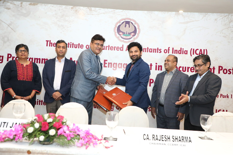 CA Rajesh Sharma, Chairman CCBMP of ICAI and CA Kapil Rana, Chairman Hostbooks and World Bank Representatives Sharing MOU.