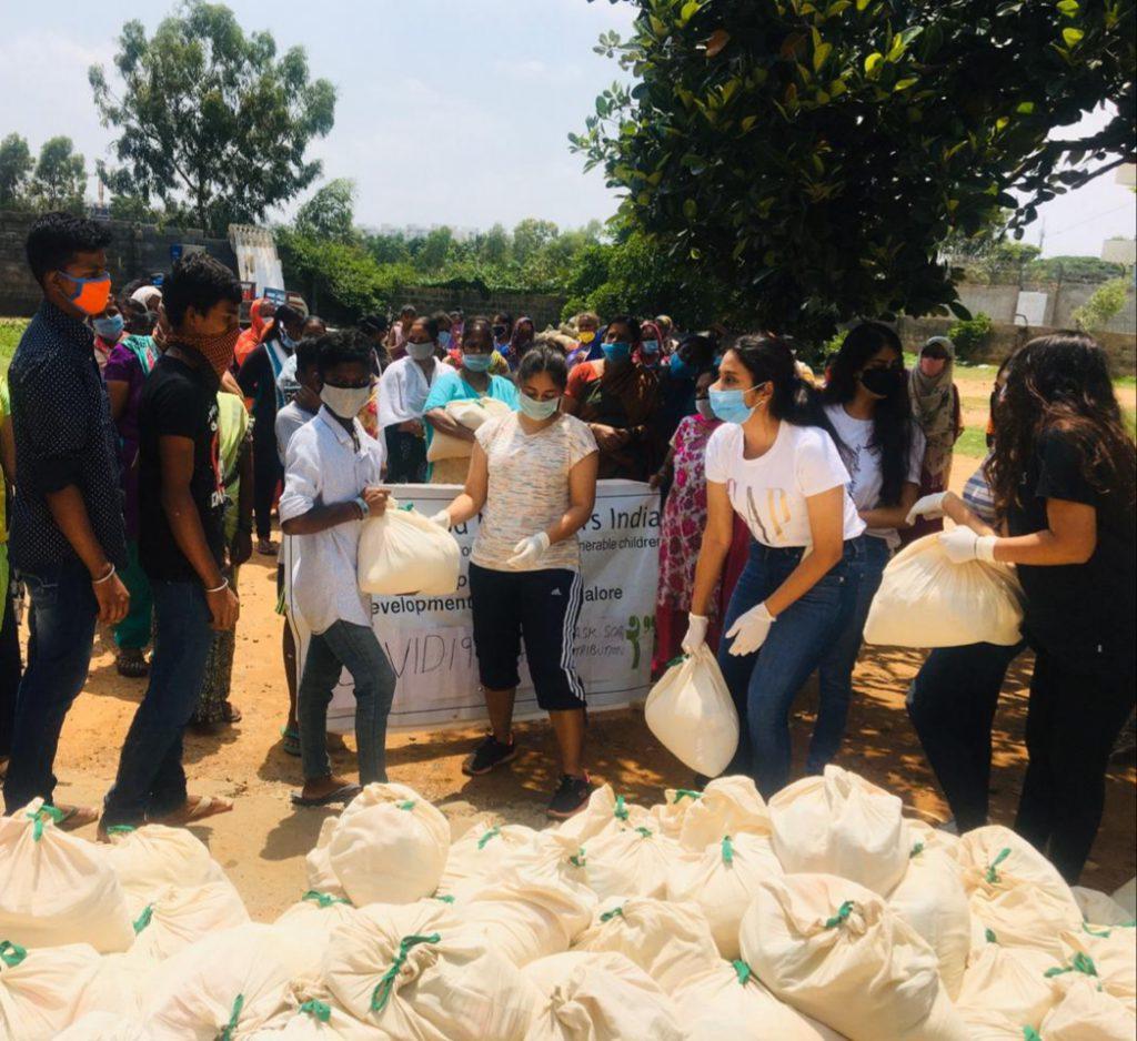 Ration Square volunteers Anvi Mittal Christina Paul Riddhi Pant Mahika Bothra Manya Bothra and Spoorthi Verma at Doddakanalli